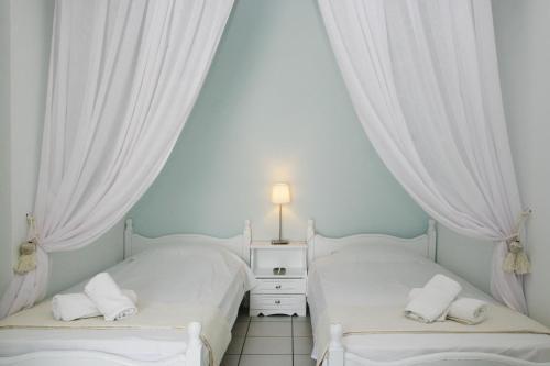 Ένα ή περισσότερα κρεβάτια σε δωμάτιο στο Studios Eleni I