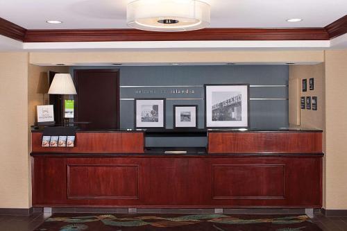 The lobby or reception area at Hampton Inn Long Island/Islandia