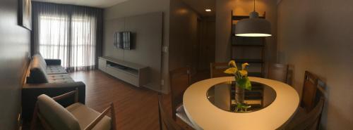 A seating area at Gray Home Maceio - Condominio JTR