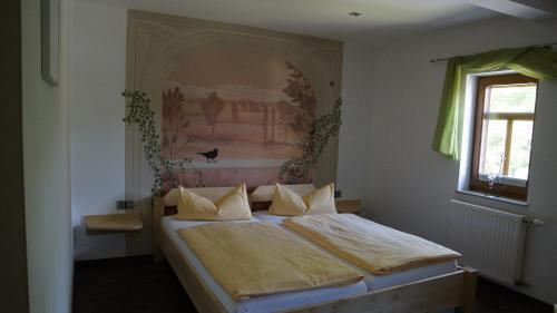Ein Bett oder Betten in einem Zimmer der Unterkunft Pension Mühlrad