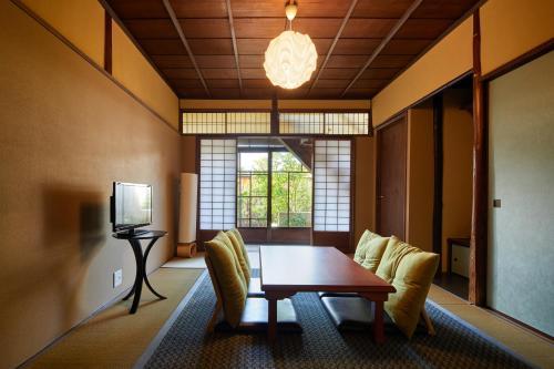 京町家ホテル三福にあるシーティングエリア