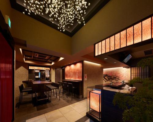 サクラ スカイ ホテルにあるレストランまたは飲食店