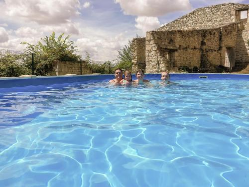 The swimming pool at or near Lovely Holiday Home with Private Pool in Tournon-d'Agenais