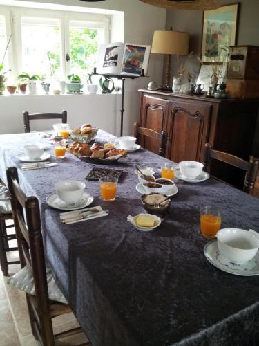 Restaurant ou autre lieu de restauration dans l'établissement Couleurs et jardin