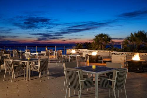A restaurant or other place to eat at Hard Rock Hotel Daytona Beach