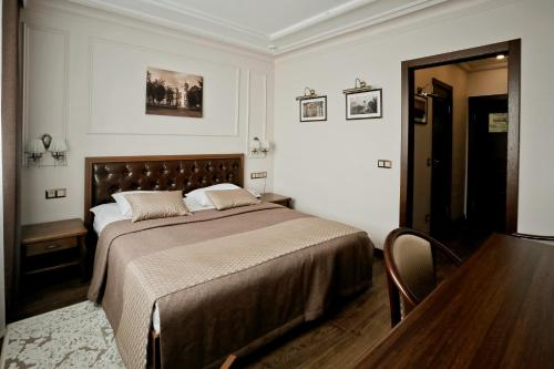A bed or beds in a room at Hotel Oktyabrskaya