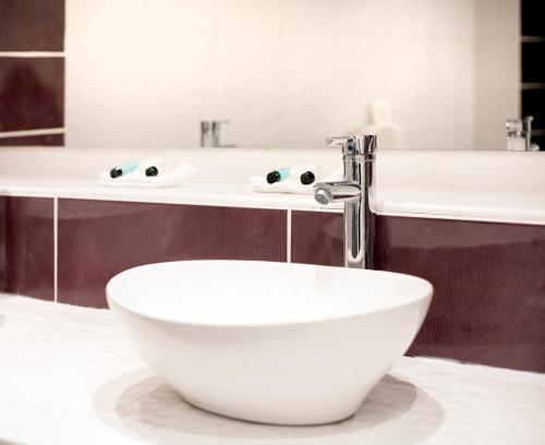 A bathroom at Durley Grange Hotel