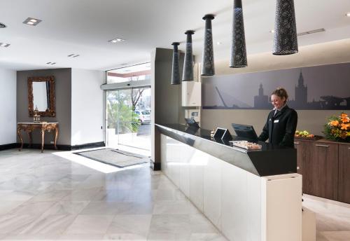 The lobby or reception area at Catalonia Hispalis