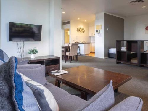 A seating area at Riverside Apartments Melbourne (formerly Best Western Riverside Apartments)