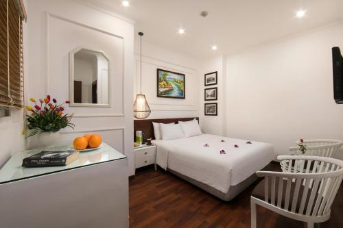 A bed or beds in a room at Hanoi 3B Premier Hotel