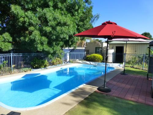 The swimming pool at or near Golfers Retreat Motel