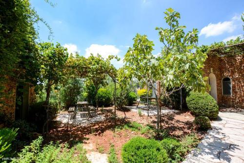 Jardin de l'établissement Tur Sinai Organic Farm Resort