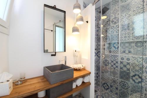 A bathroom at Bellissimo Resort