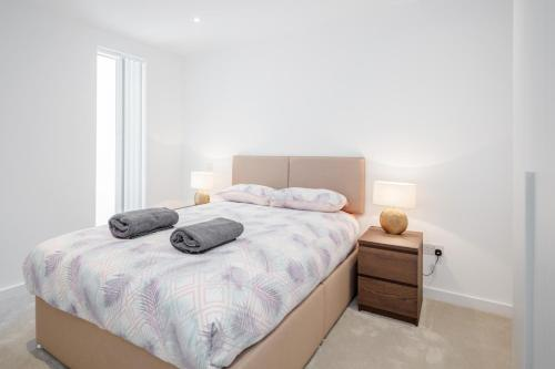 A bed or beds in a room at Gray's Inn road