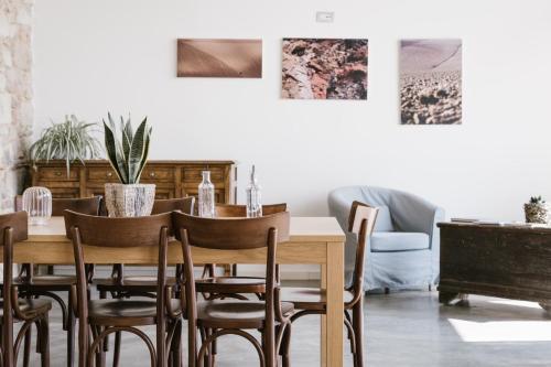 Ein Restaurant oder anderes Speiselokal in der Unterkunft Agriturismo Cascina Cerola
