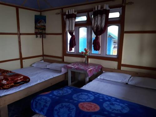 A bed or beds in a room at Vamoosetrail Sillery