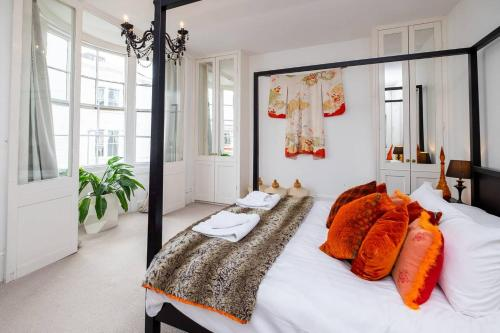 Beautiful townhouse with 4 poster bed & balcony