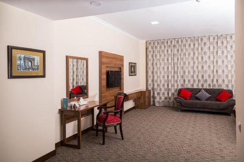 Гостиная зона в Гранд отель Евразия