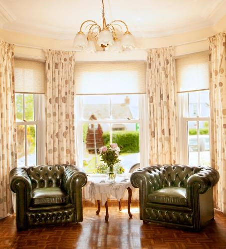 A seating area at Burford Lodge Guest House