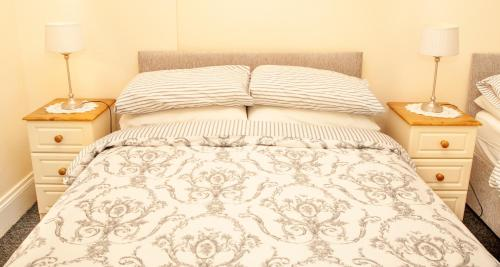 A bed or beds in a room at Burford Lodge Guest House