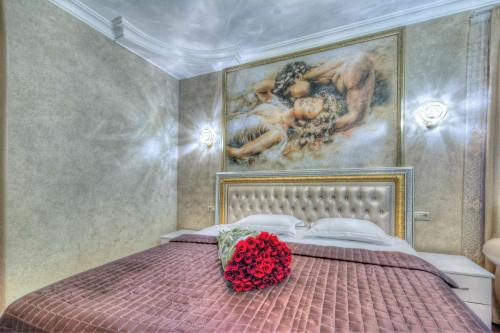 A bed or beds in a room at Kapriz Hotel