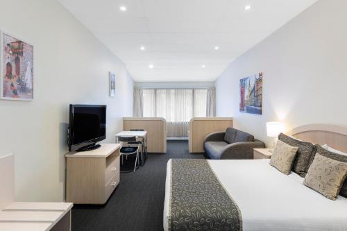 A seating area at Best Western Adelaide Granada Motor Inn