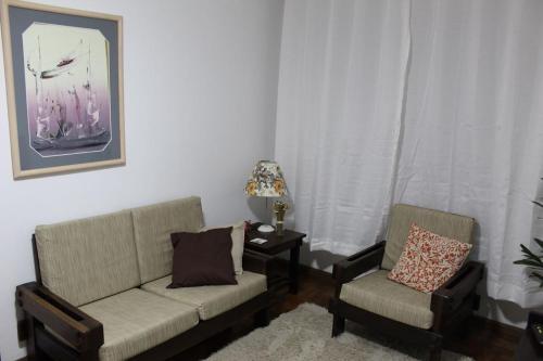 A seating area at Apart no Menino Deus