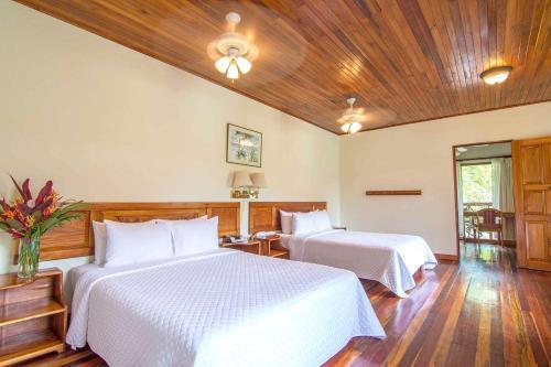 Cama o camas de una habitación en Crocodile Bay Resort