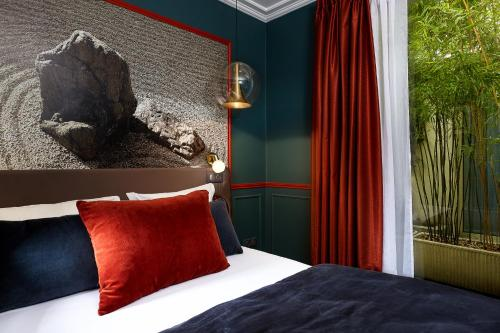 A bed or beds in a room at Montparnasse Daguerre