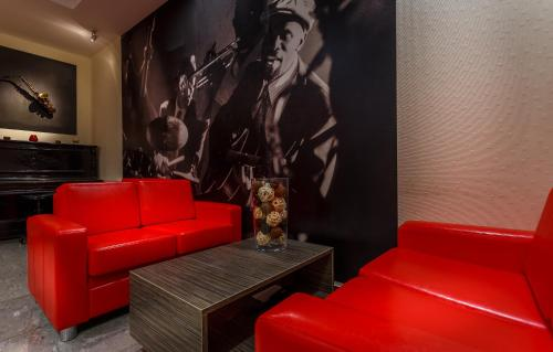 A seating area at Jazz Hotel
