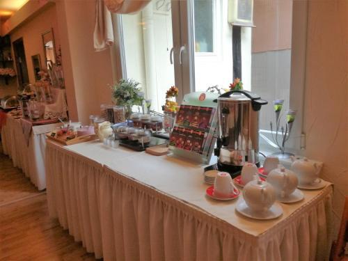 Frühstücksoptionen für Gäste der Unterkunft Hotel Restaurant LR6