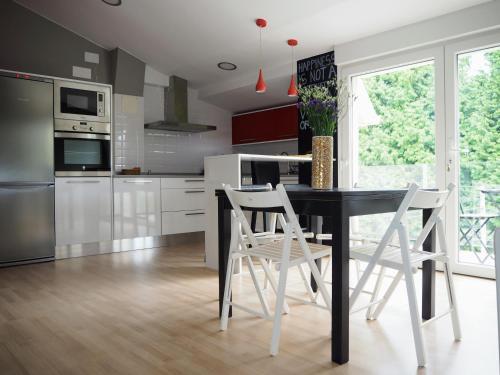 A kitchen or kitchenette at Apartamento Cruceiro