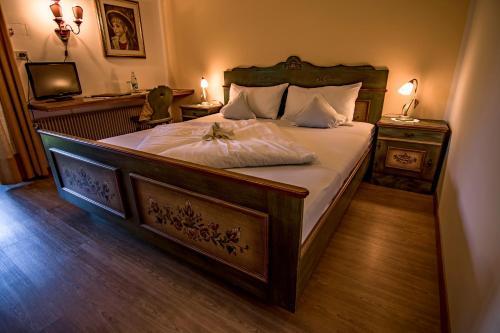 Ein Bett oder Betten in einem Zimmer der Unterkunft Gasthof Wastl