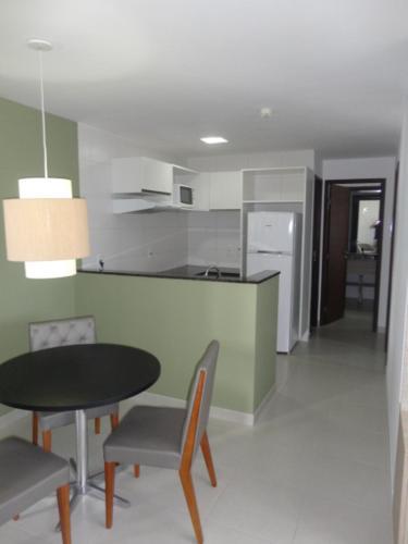 A kitchen or kitchenette at Flat Boa Viagem Premium 2qtos