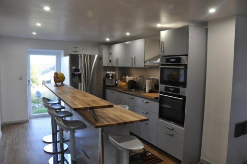 A kitchen or kitchenette at Pension Schwedenkreuz