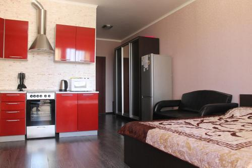 A kitchen or kitchenette at Apartment Comfortnaya Zhizn at Severnaya 5