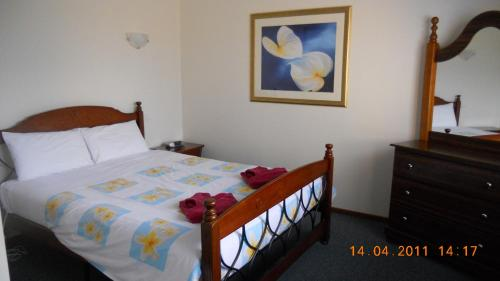 A bed or beds in a room at Summers Rest Units