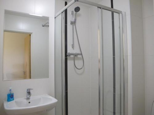 A bathroom at Stunning 2 bed apartment in the heart of the town