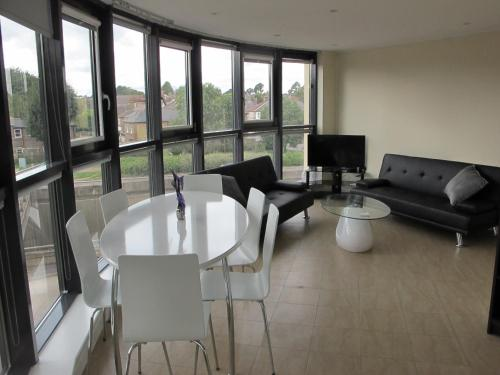 Stunning 2 bed apartment in the heart of the town