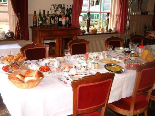 Een restaurant of ander eetgelegenheid bij B&B Abbekerk