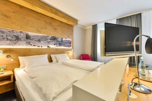 A bed or beds in a room at Hotel Restaurant Sonne