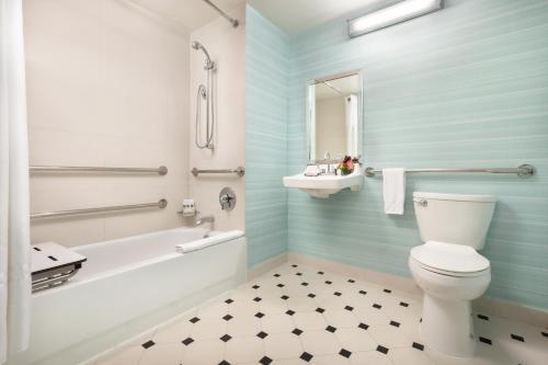 A bathroom at Hotel Mela Times Square