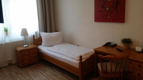 Кровать или кровати в номере Hotel am Stadion