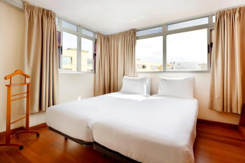 A bed or beds in a room at Hotel Alisios Canteras