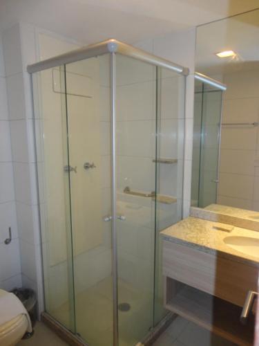 A bathroom at Lindo Flat em Boa Viagem 2 qtos
