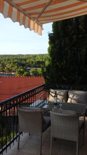 A balcony or terrace at Apartmani Zlatarić