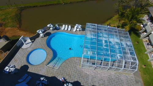 A view of the pool at Hotel Termas do Lago or nearby