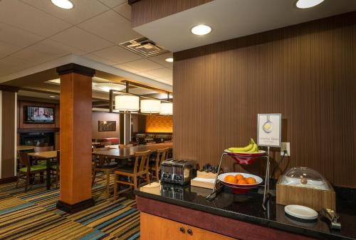 A restaurant or other place to eat at Fairfield Inn and Suites by Marriott Augusta