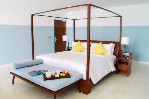 A bed or beds in a room at Montigo Resort Nongsa