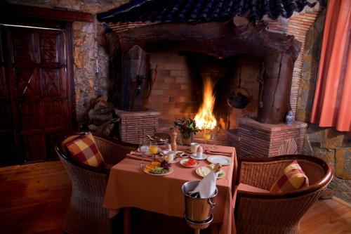Un restaurante o sitio para comer en Hotel Villa Lehmi